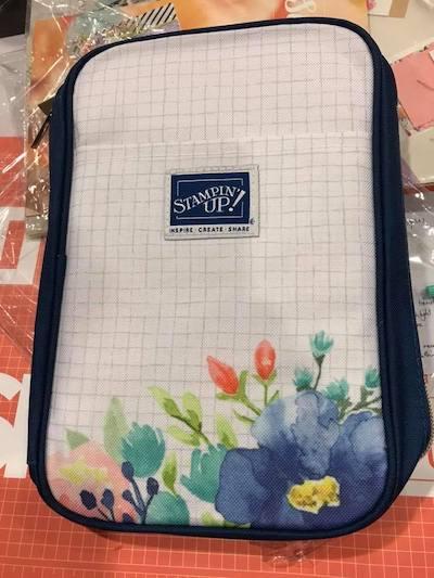 Giveaway embellishment bag